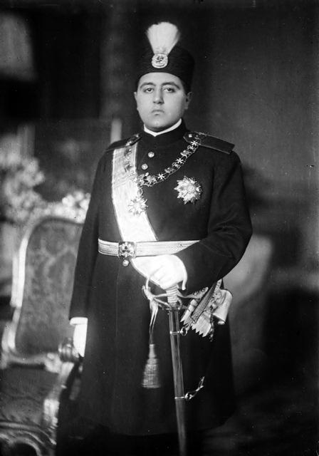 احمدشاه، شاه بی کفایت ایران در 18 سالگی